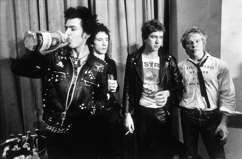 Sex Pistols kokoonpano vuonna 1997: Sid Vicious, Johnny Rotten, Steve Jones ja Paul Cook.