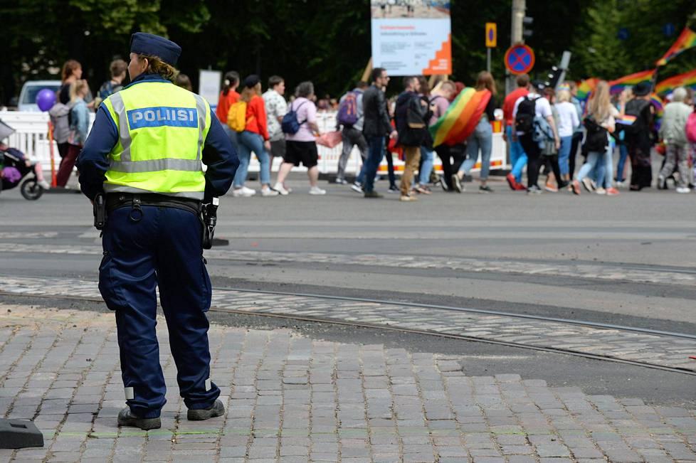 Poliisi oli arvioinut, että kulkueeseen osallistuisi tänä vuonna noin 40 000 juhlijaa. Todellinen määrä on huomattavasti suurempi.