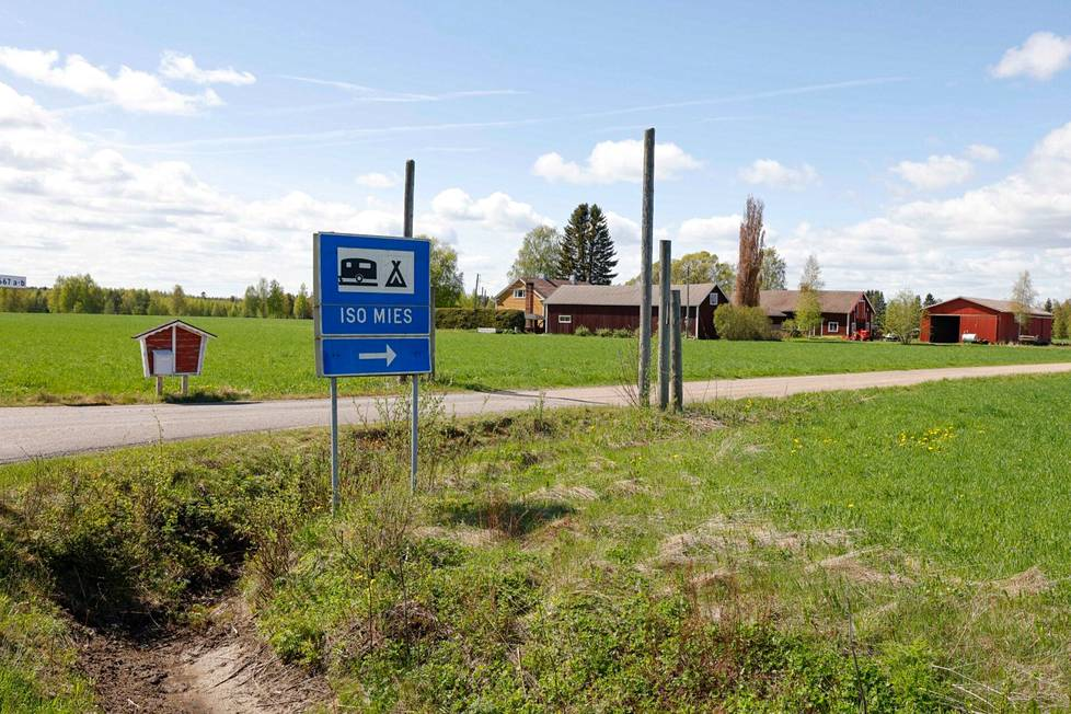 Iso mies-leirintäalue sijaitsee Karstulassa.
