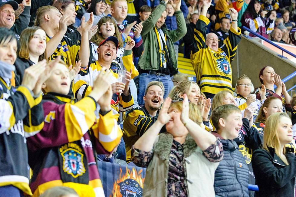 Panthersin pelien katsojakeskiarvo oli kaudella 2016-17 kunnioitettavat 5720 per ottelu. Suomessa sillä sijoittuisi liigan tilastoissa toiseksi.
