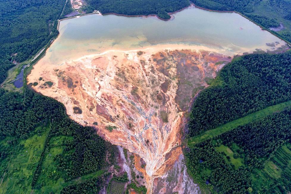 Oranssia vettä . Joet virtasivat oranssin värisinä Uralin alueella Venäjällä. Alueella on sijainnut kuparisulfaattikaivos. Valokuvien tultua julkisuuteen viranomaiset kertoivat aloittavansa tutkimukset.