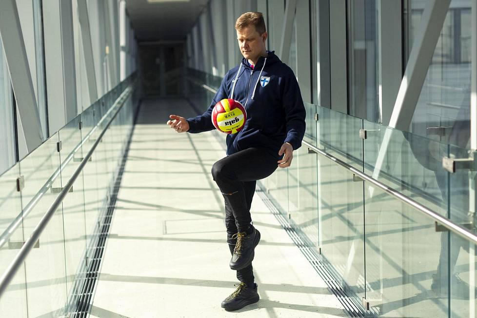 – Oma tavoitteellinen urheilu on muokannut minua. Siitä on ollut paljon apua ammatissa, Lempainen kertoo.
