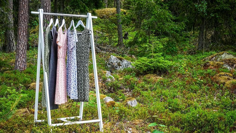 Höyryraikastuksella voi jättää välistä vaatteen pesun yllättävän usein, mikä säästää tekstiilin kulumista ja säilyttää vaatteen entistä pidempään.