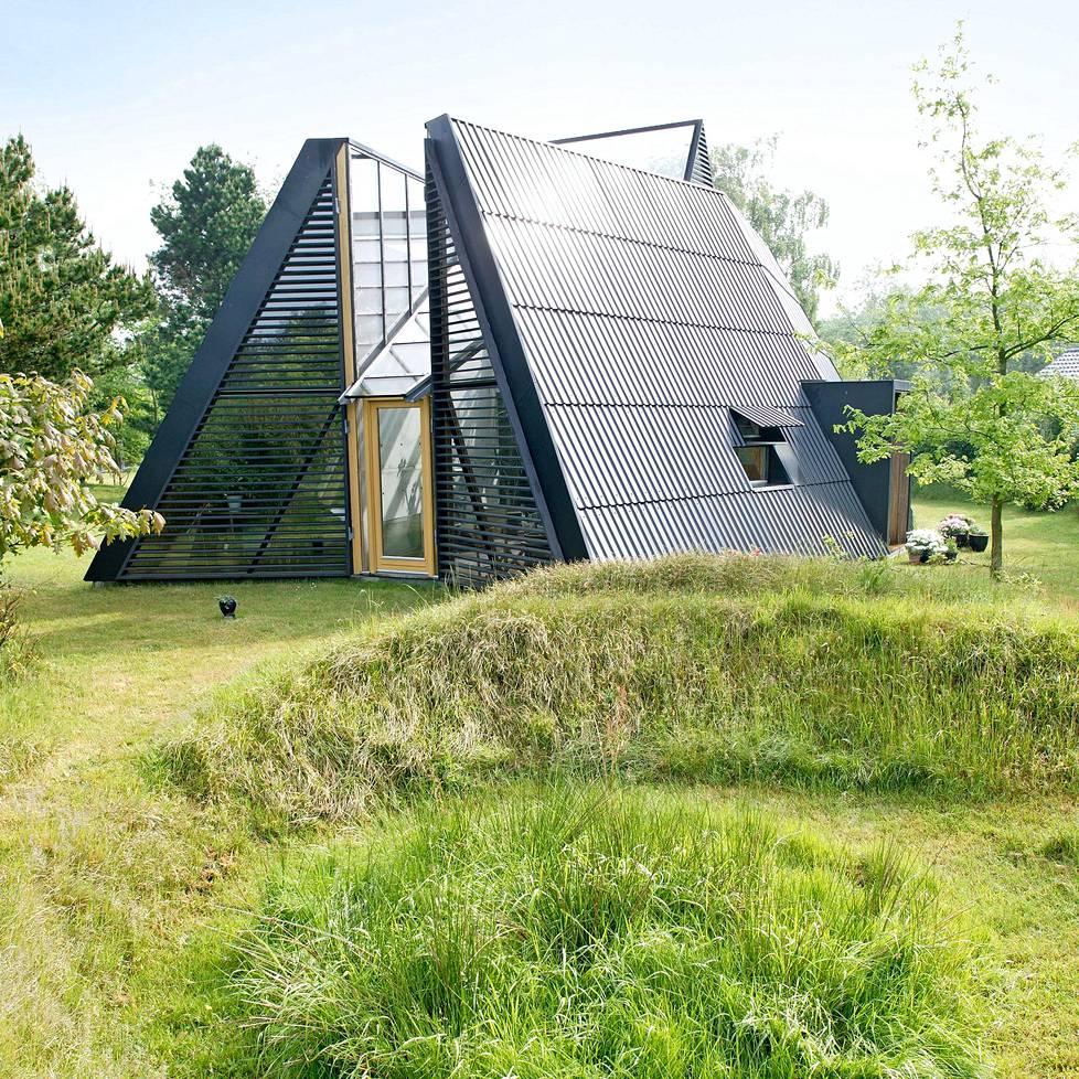 Talo on kuin kokonaistaideteos ja voimakkaasti yhteydessä ympäröivään luontoon.