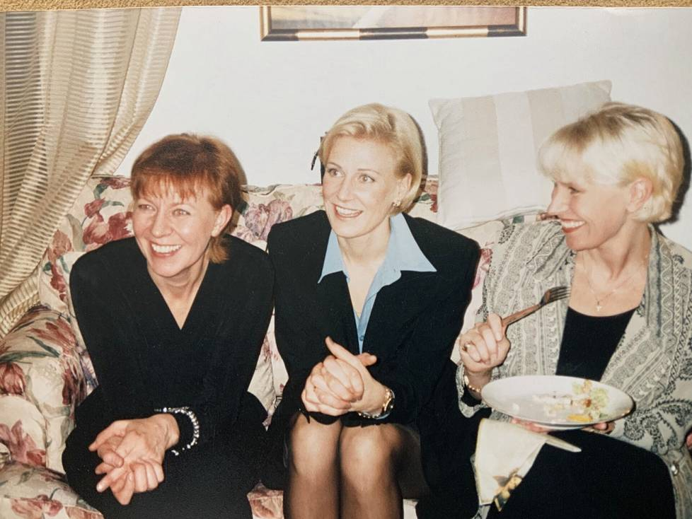 "Sisarukset 1997. ""Maija, minä ja kaksossiskoni Liisa."