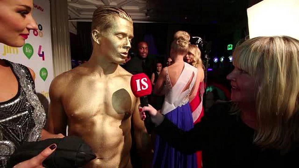 facebook seuraa laura malmivaara alasti