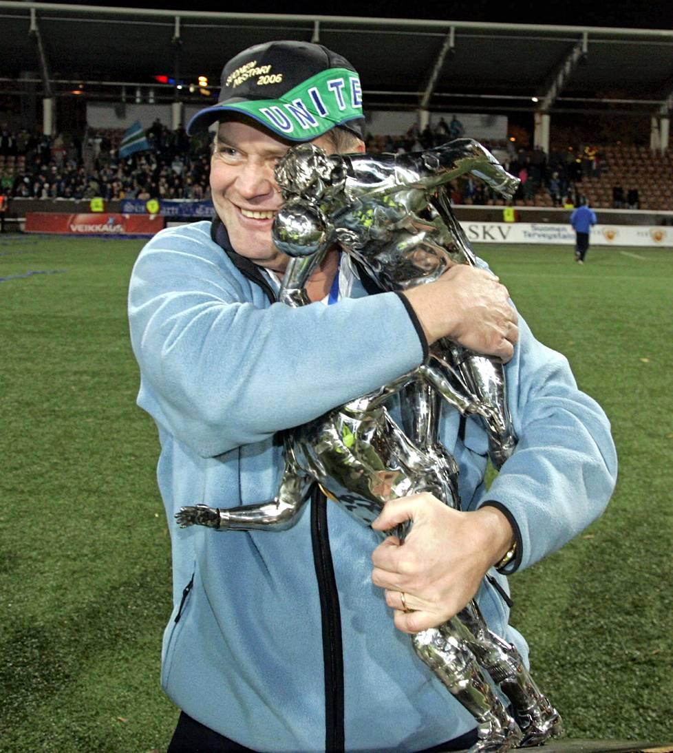 HJK on kaatunut maalein 3–0 ja Tampere United on Suomen mestari 2006.