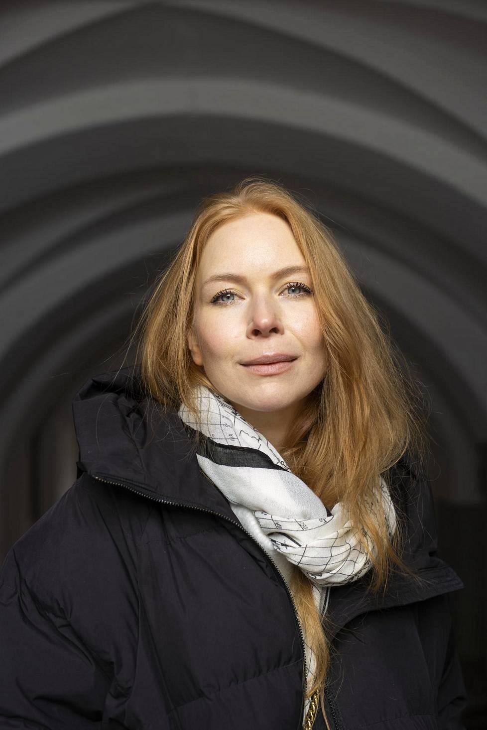 –Muille jätetyksi tulleille haluan sanoa, että uskon tulevaisuudessa odottavan vielä suurempia seikkailuja ja syvempiä kokemuksia ihmissuhteista, Jenny Rostain sanoo.