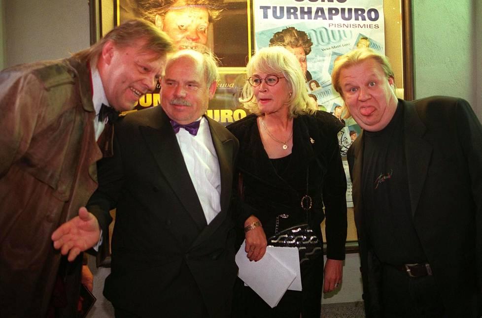 Jope Ruonansuu Johtaja Uuno Turhapuro – pisnismies -elokuvan ensi-illassa vuonna 1998 yhdessä Vesa-Matti Loirin, Ere Kokkosen ja Anna-Maija Kokkosen kanssa. Ruonansuu esitti elokuvassa presidentti Martti Ahtisaaren roolia.