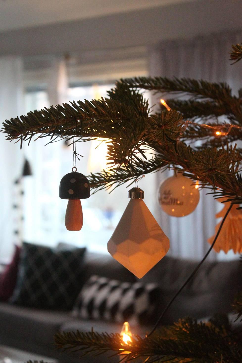 Joulukuusi saa joka vuosi vähintään yhden uuden koristeen.