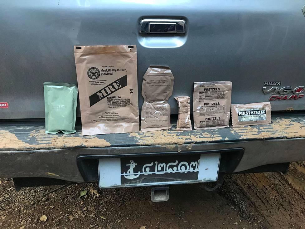 Medialle esiteltiin myös ruokia, joita pojille toimitettiin luolaan. Niihin sisältyi muun muassa proteiinijuomaa, maapähkinävoita, pretzeleitä sekä energiapatukoita.
