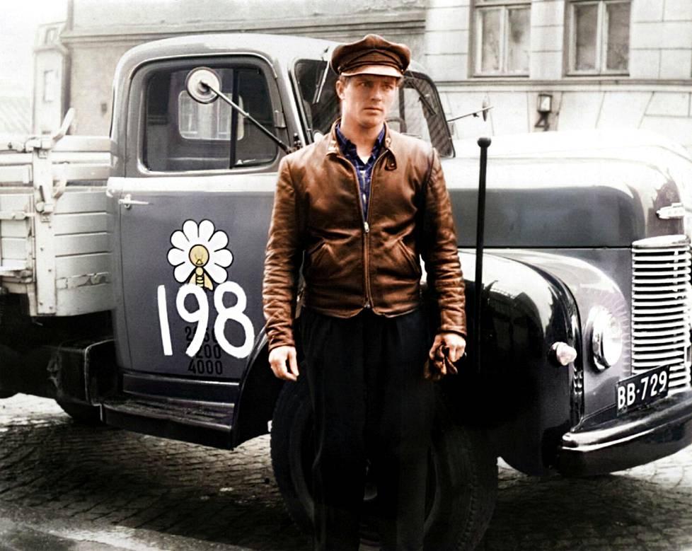 Elannon autonkuljettaja 1950-luvulla.