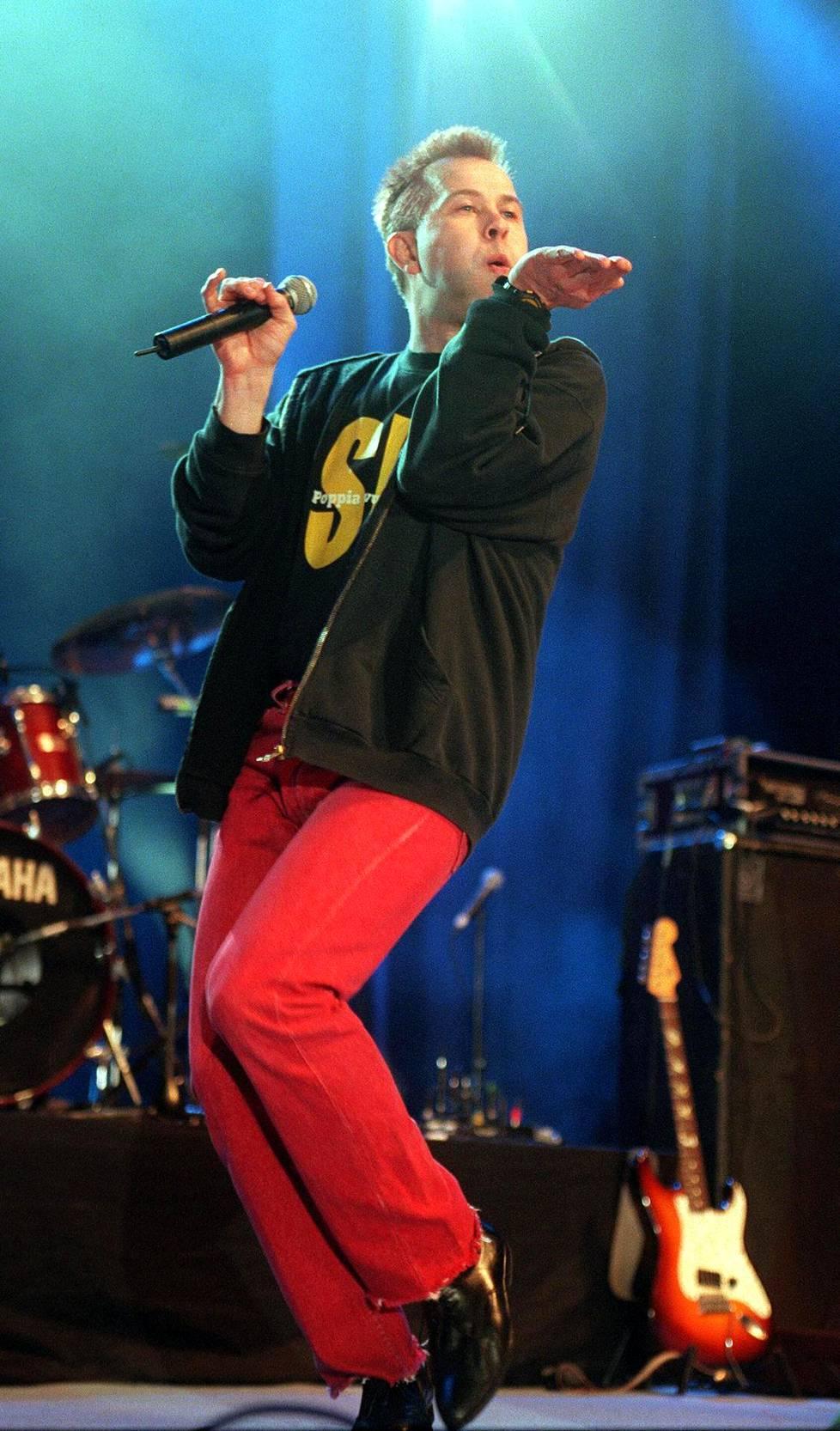 SIG esiintyi Pop-Finlandia -konsertissa itsenäisyyspäivänä vuonna 2000.