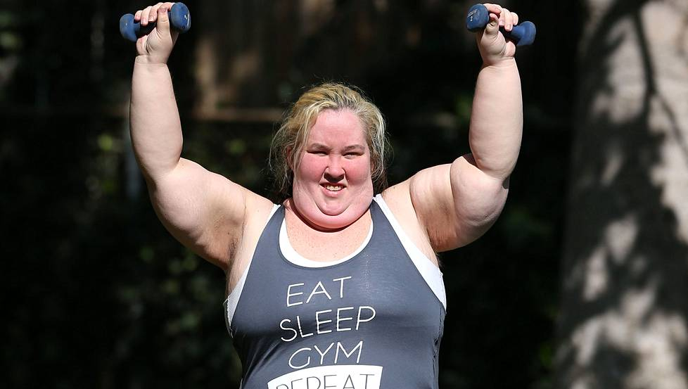 Mama June treenasi hauskassa Eat, sleep,gym, repeat -treenipaidassa.