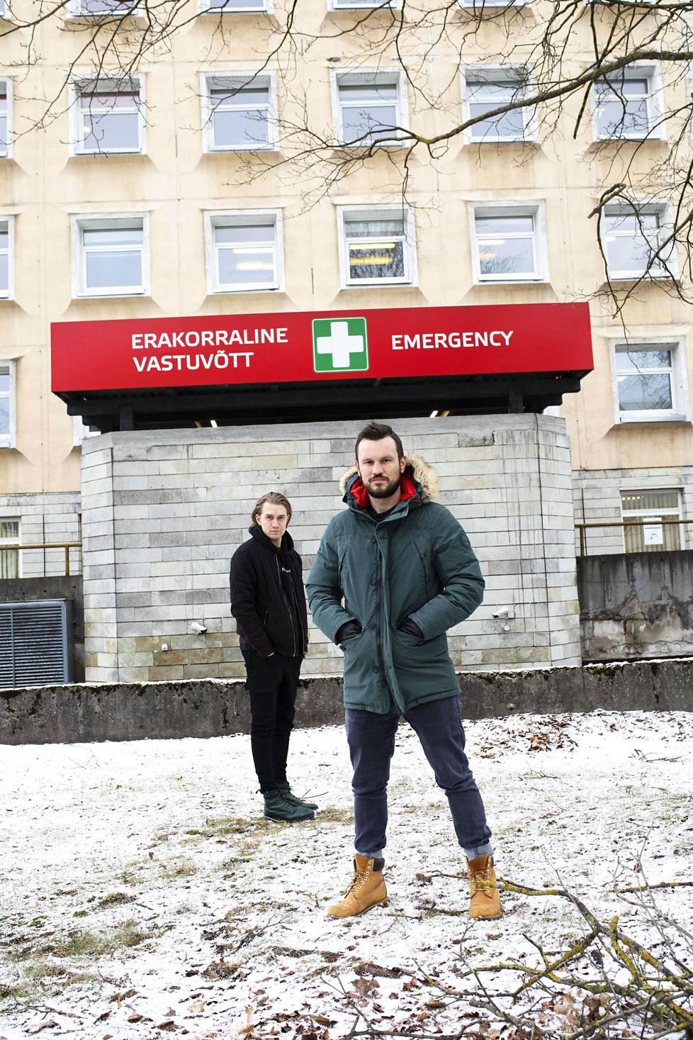Traffic-yhtyeen Joonas Sarapuu ja Silver Laas kertovat olevansa motivoituneita työhönsä Itä-Tallinnan keskussairaalassa. – Haluamme tehdä oman osamme, jotta kriisistä päästään ulos. Jatkuvat peruutukset turhauttavat. Tänä vuonna tavoitteena on levyttää ja päästä juhlimaan bändin 15-vuotistaivalta yleisön kanssa.