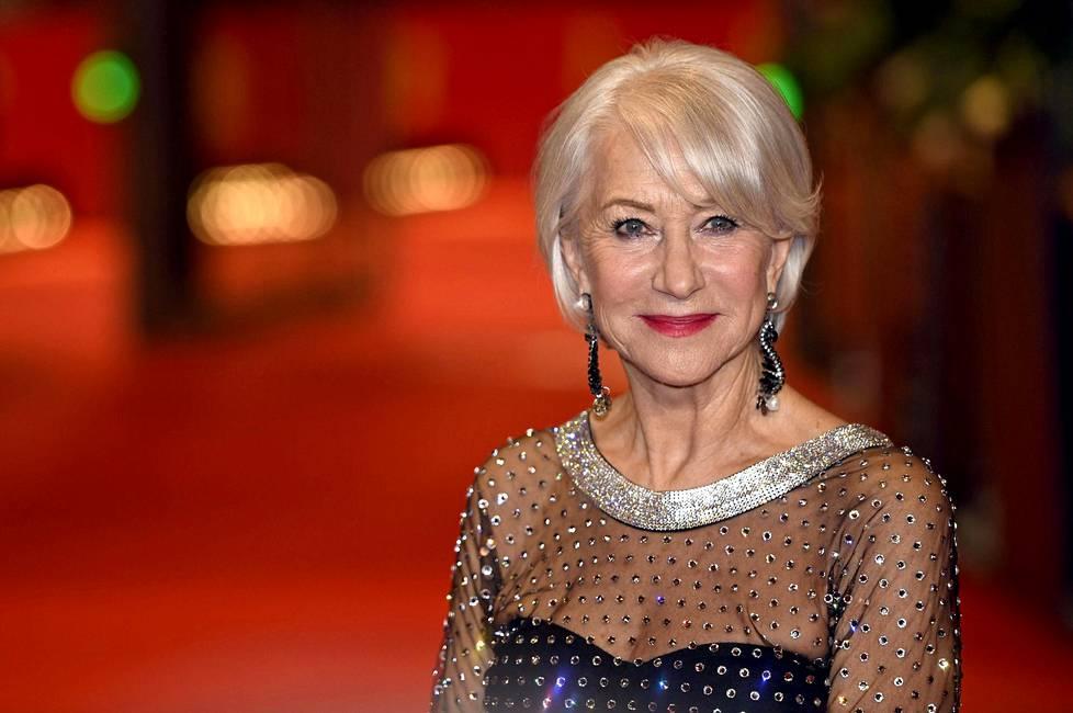 Dame Helen Mirren on näytellyt kuningatarta elokuvan lisäksi myös teatterin lavalla.