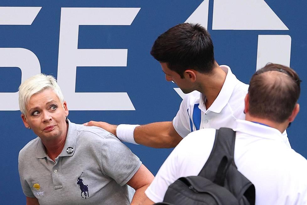 Syyskuun US Openissa Djokovic löi vahingossa linjatuomari Laura Clarkia pallolla kurkkuun. Djokovicin turnaus päättyi hylkäykseen.