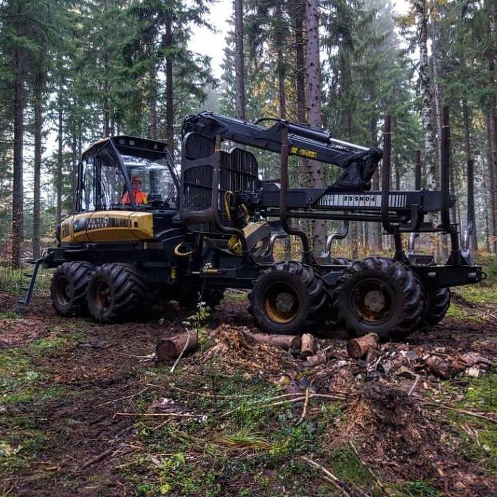 Miska ei pääse nyt harjoittelemaan taitoja, joita metsäkoneen kuljettajan työn oppiminen vaatisi.