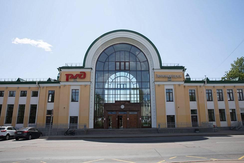 Terijoen eli Zelenogorskin kunnostettu rautatieasema.