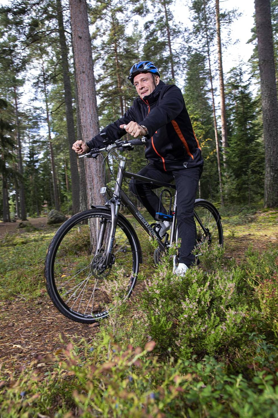 Marko hankki heinäkuussa myös pyörän, ja pyöräilee 36 kilometriä päivässä pelkästään työmatkoja. Kiloja on karissut puolessa vuodessa 41.