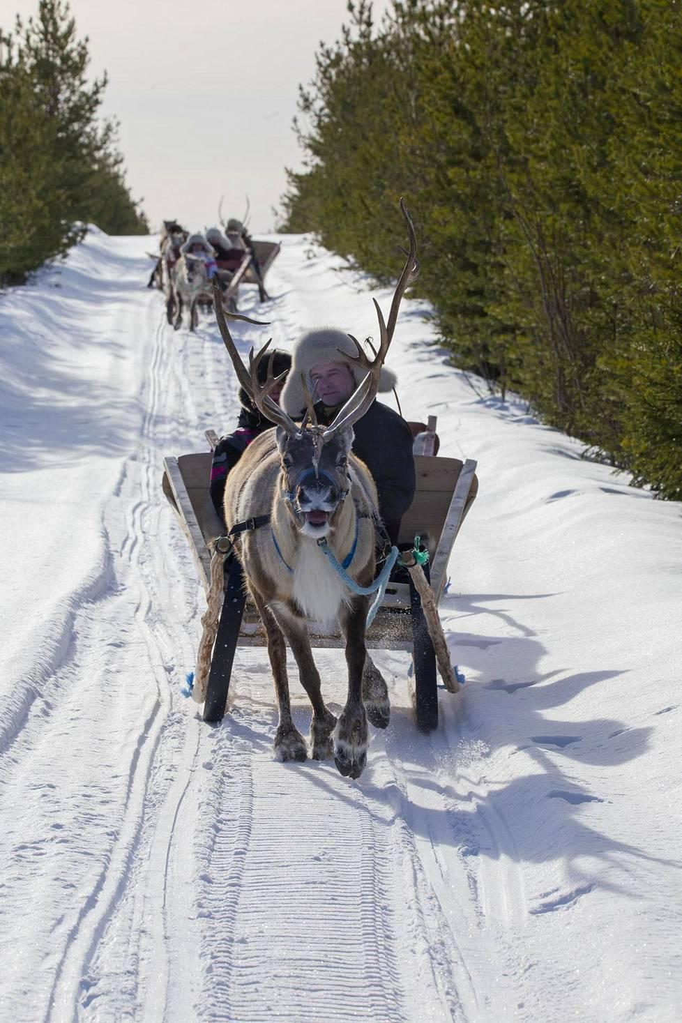 Ensimmäinen pororaito kulki 50 kilometrin matkan Oulun Ylikiimingistä Pudasjärven Panuman kylään.