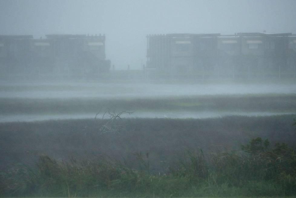 Atlantic Beachilla Pohjois-Carolinassa tuulee ja sataa.