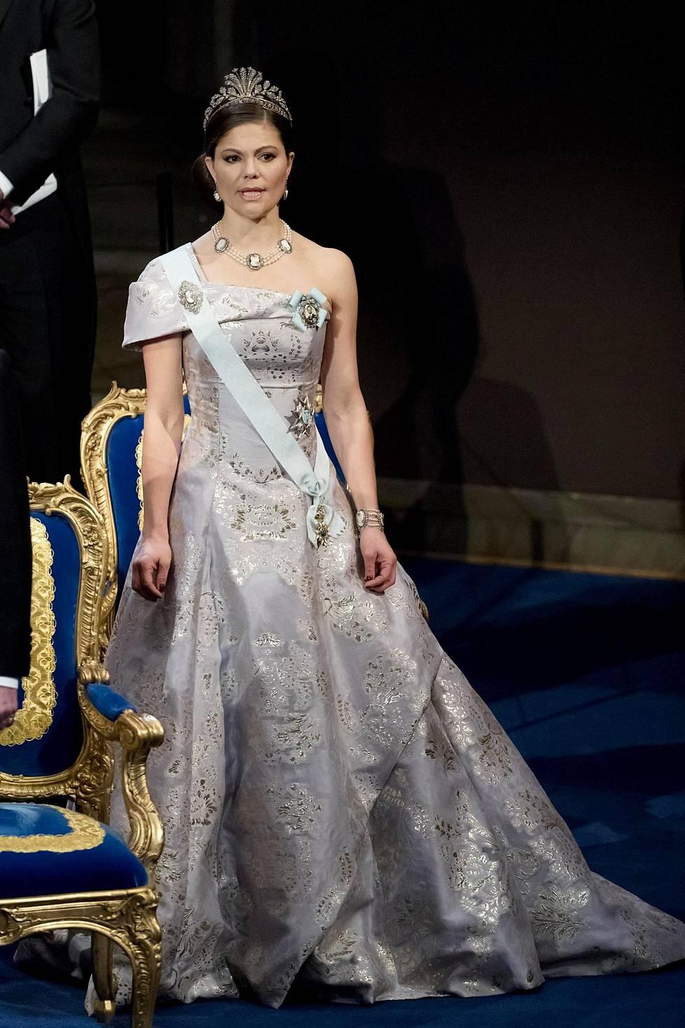Kruununprinsessa suosi vuonna 2016 rauhallista värimaailmaa.