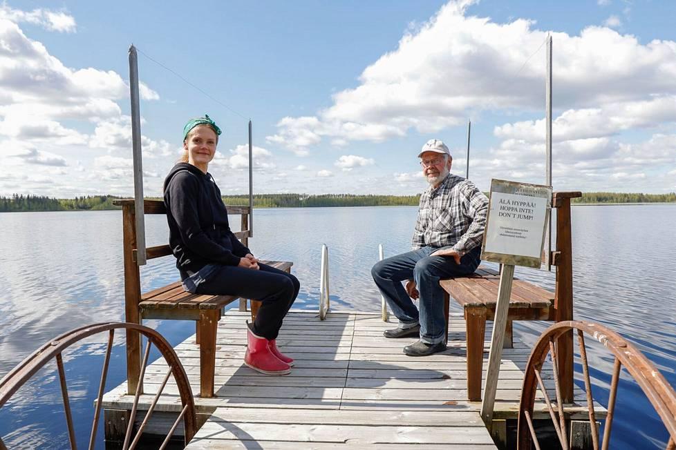 Yrittäjä kolmannessa polvessa, Henna-Maaria Norring pyörittää isoisänsä Eero Humpin perustamaa Iso mies -leirintäaluetta.