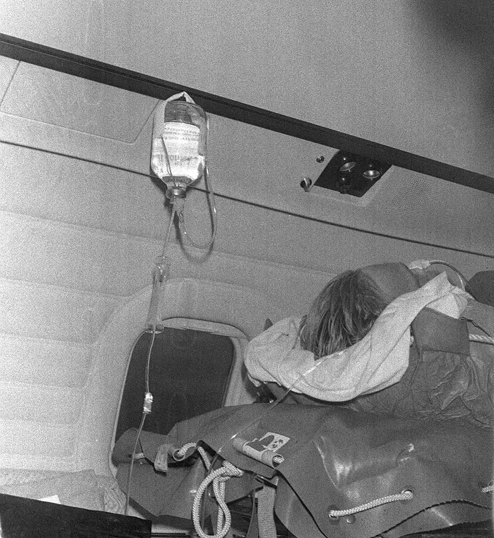 Ari Vatanen lentokoneessa Argentiinan onnettomuuden jälkeen.
