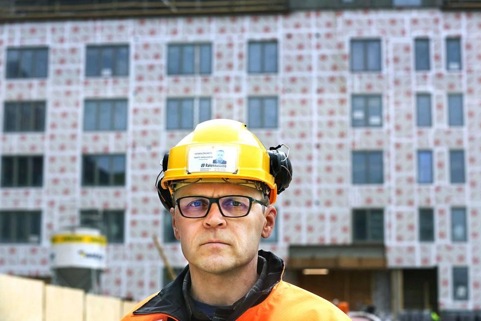 Matti Harjuniemen mukaan julkisissa rakennushankkeissa mahdollisille lisäkustannuksille on aina ikään kuin etukäteen äänetön maksaja olemassa.