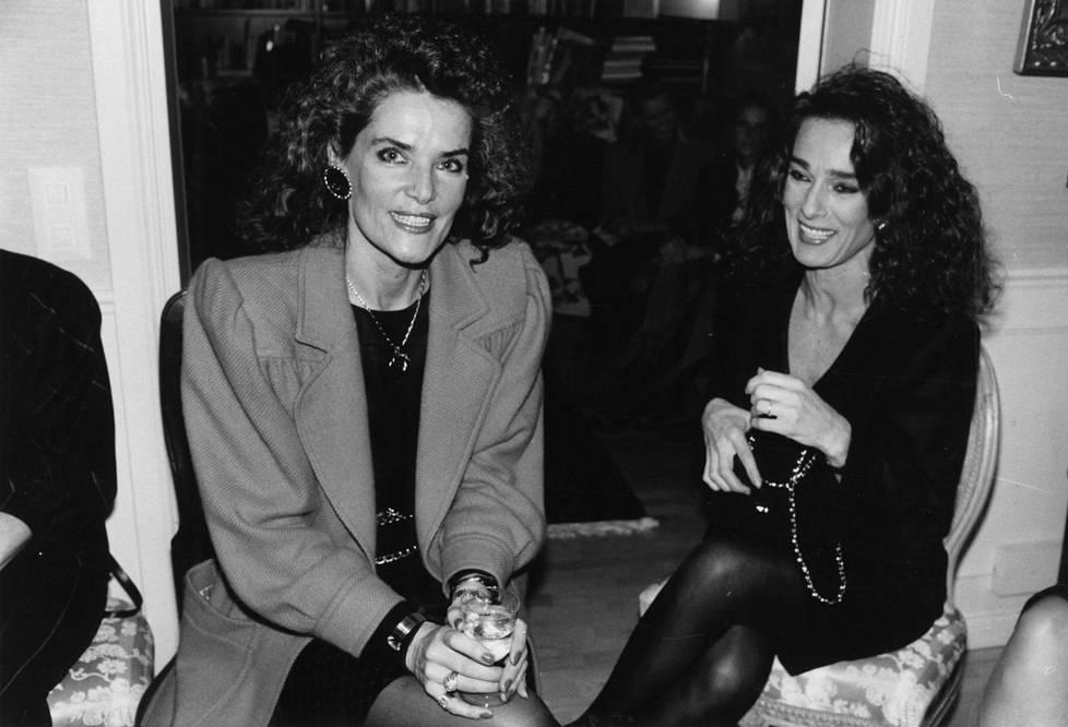 Kaarina Kivilahti yhdessä Maria Melinin kanssa vuonna 1990.