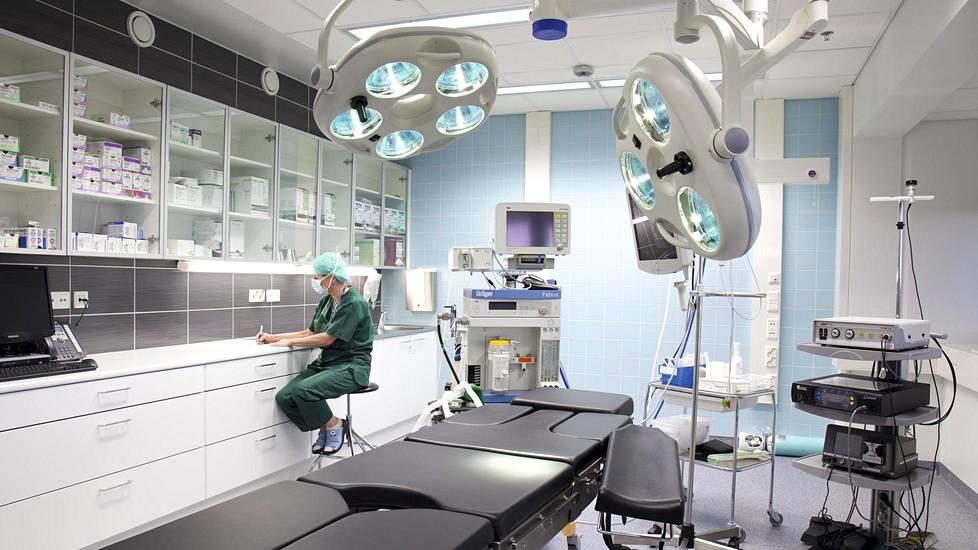 Kanta-Hämeen sairaanhoitopiiri on leikannut potilaitaan Mehiläisen leikkaussalissa korona-aikana hoitovelan purkamiseksi.