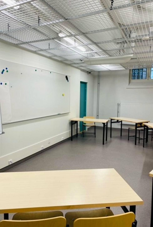 Helsingin vankilassa opetusta voidaan järjestää ryhmätiloissa.