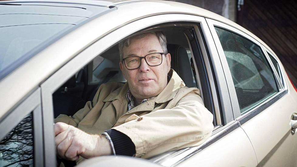 Hans Brummer maksaa Beely-autostaan kuussa vajaat 300 euroa ja saa ajaa vuodessa 15 000 kilometriä. Fordissa on kolmesylinterinen EcoBoost -bensiinimoottori.