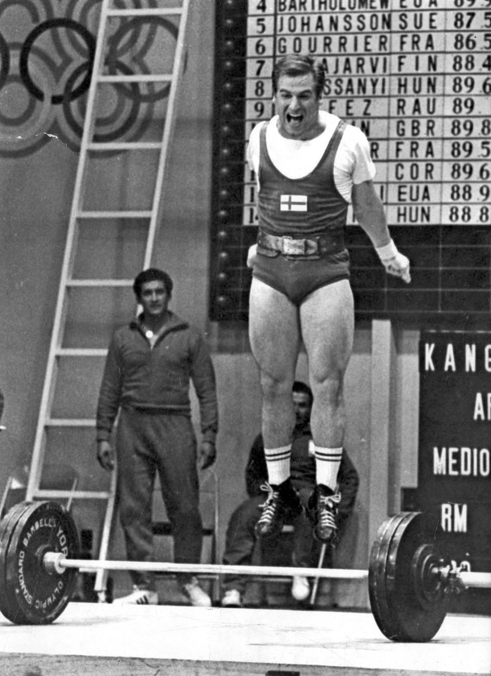 Kaarlo Kangasniemi voitti Méxicossa Suomen kaikkien aikojen ensimmäisen olympiamitalin painonnostossa.
