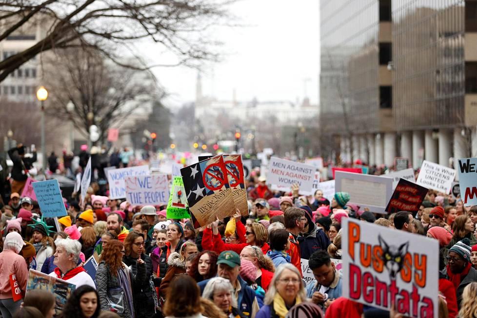 Washingtonissa järjestetään suurin Naisten marssi.