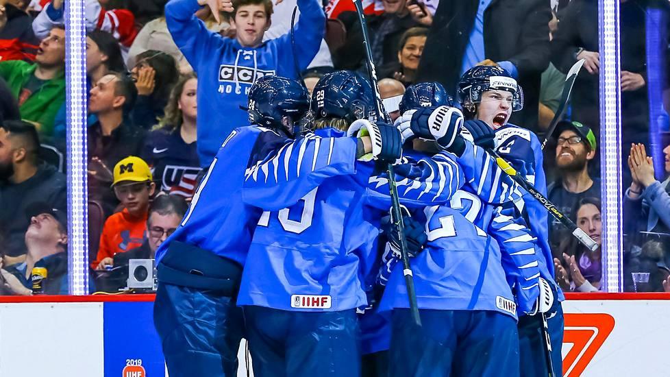 Kiekkofaneille heti pettymys  MM-kultajoukkueelle ei järjestetä torijuhlaa  - Jääkiekko - Ilta-Sanomat 63606ee2fc
