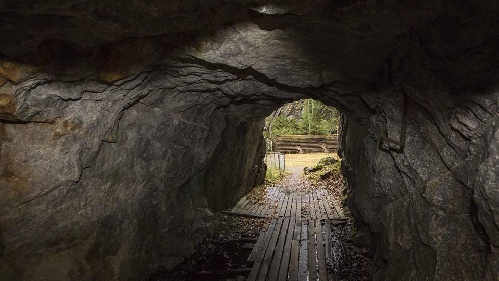 Mätäsvaara oli yksi Suomen sotatalouden arvokkaimmista kohteista. Tämän tunnelin kautta kaivosveturit kuljettivat avolouhoksesta irrotettua malmia murskattavaksi ja rikastettavaksi.
