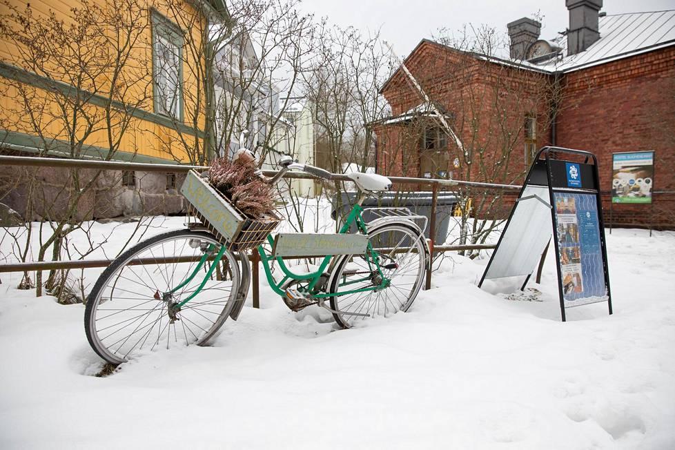 Suomenlinnan hostelli on vanhassa koulussa. Saarella on myös yksi Airbnb-huoneisto.