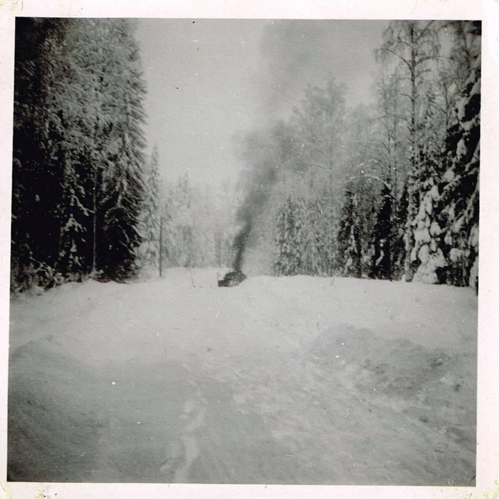 Ainutlaatuiset kuvat jatkosodan legendaarisimmasta sissi-iskusta: näin Petrovski Jam tuhottiin ...