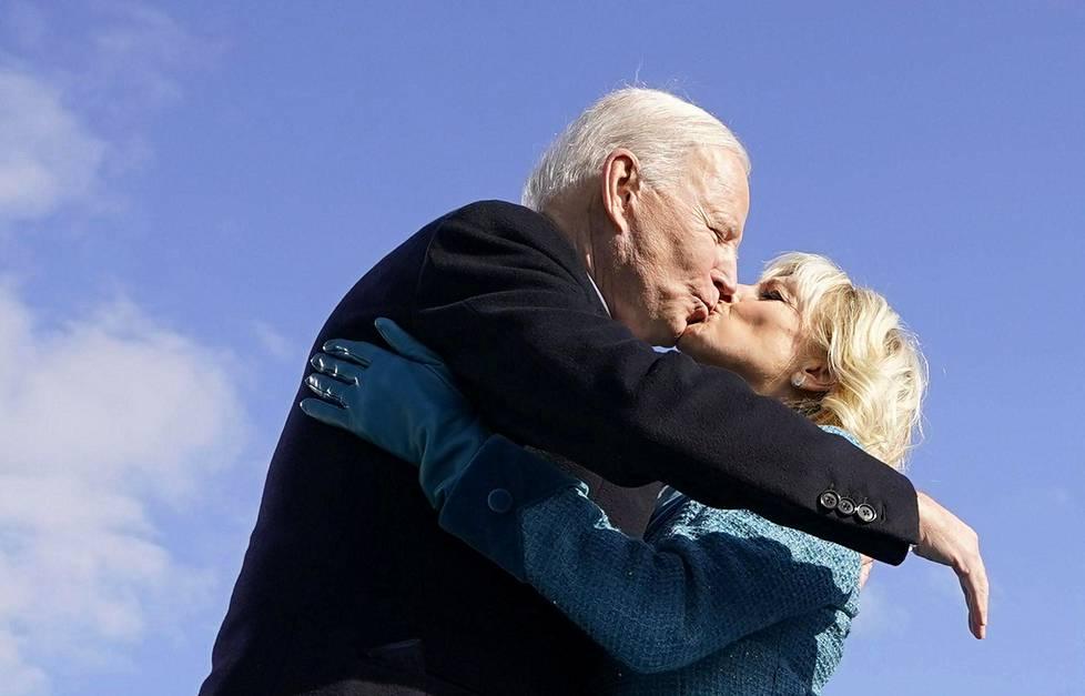 Presidentillinen suukko.
