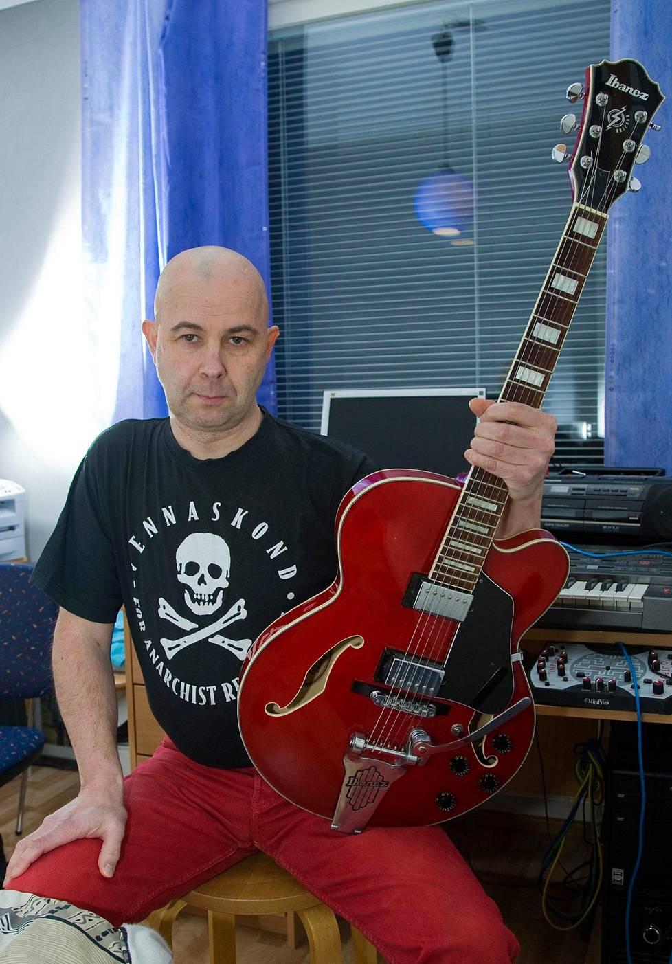Tämä on yksi viimeisistä muusikko Matti Inkisestä otetuista kuvista.