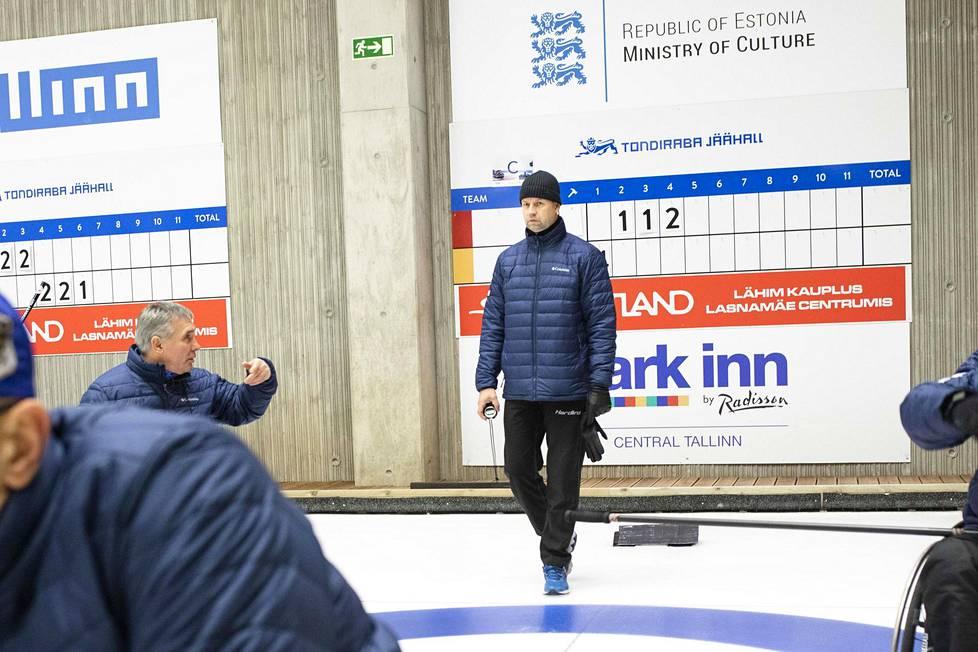 Erkki Lill on opiskellut valmentajaksi Suomen Pajulahden urheiluopistossa. Hän on valmentanut muun muassa Viron paracurling-maajoukkuetta. – Onneksi Virossa on voitu jatkaa harjoittelua epidemiasta huolimatta.