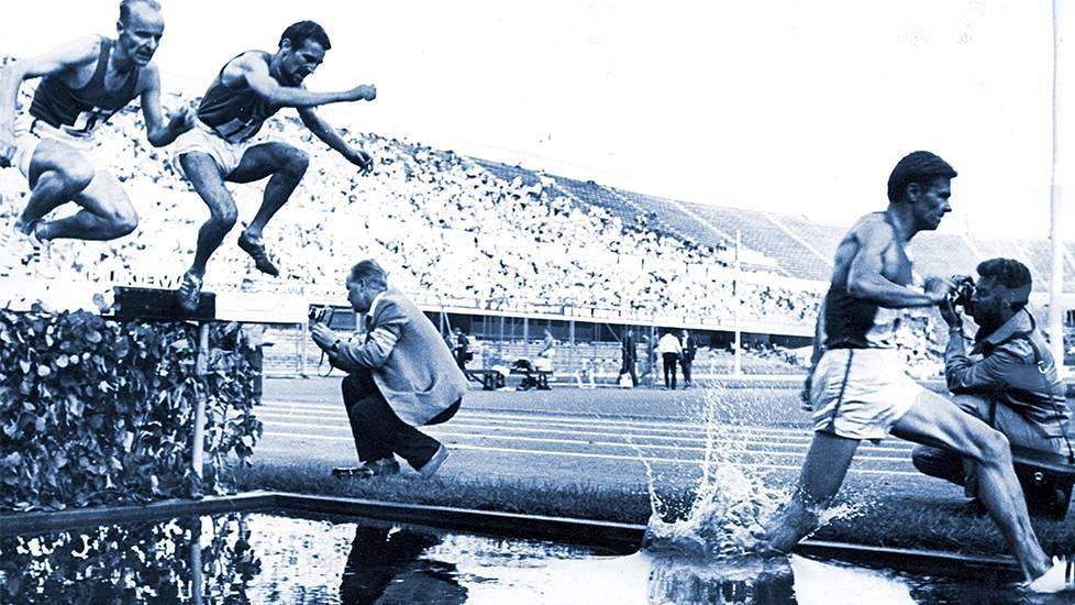 Estejuoksija Jouko Kuha aloitti suomalaisen kestävyysjuoksun nousun aallonpohjasta maailman eliittiin. Kuvassa Kuha vie joukkoa Italia-maaottelussa Olympiastadionilla 1967.