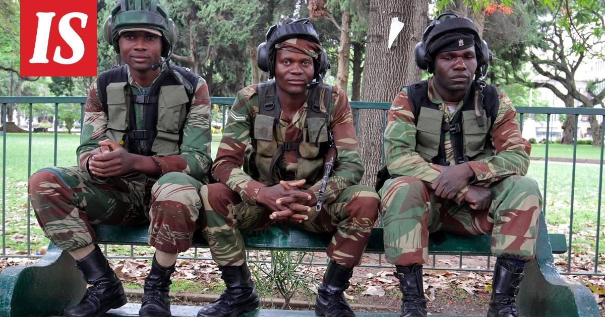 Kohu presidentistä armeijan vaatteissa oli turha – Maastoreissua räntäsateessa ei tehdä pikkukengissä