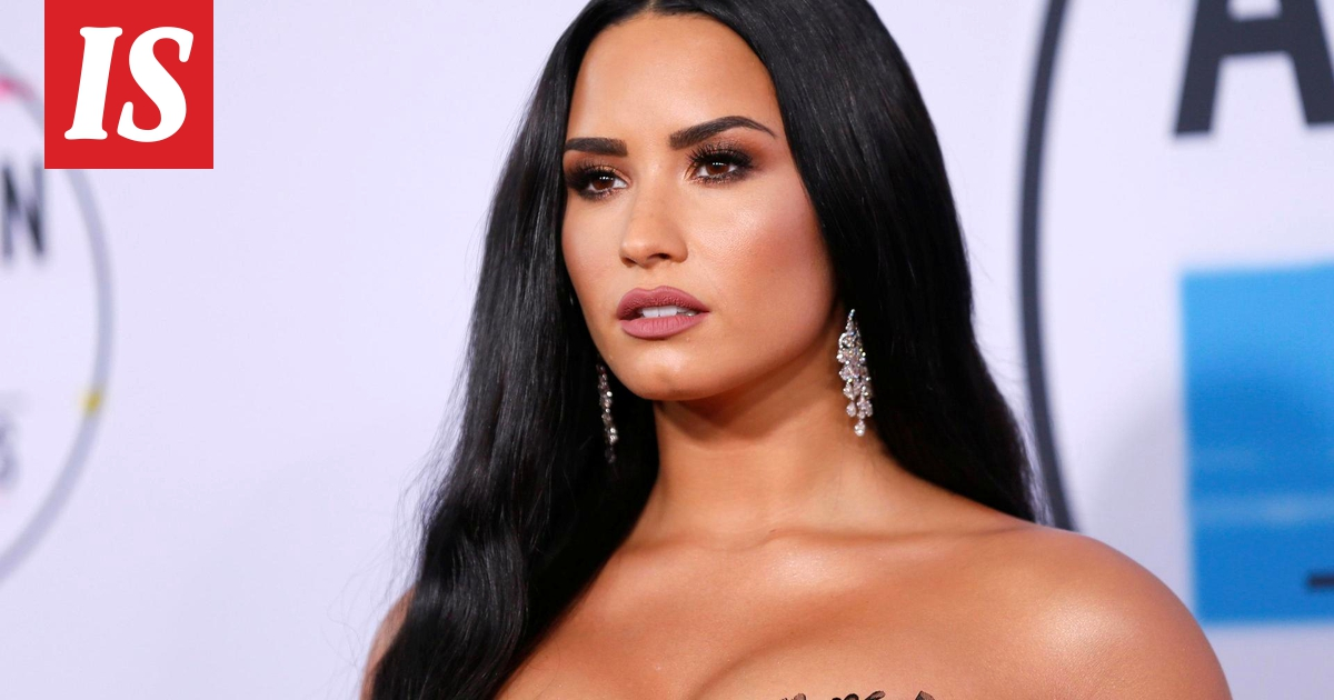 Viime vuonna lähellä kuolemaa opiaattiyliannostuksen vuoksi käynyt Demi Lovato on jälleen sinkku.